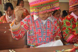 基金会扶持少数民族妇女参与民族刺绣培训